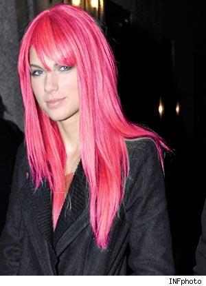 taylor swift pink hair